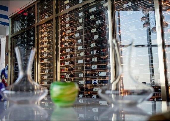 contemporary-custom-wine-cellar-construction-south-florida-evolution-series-racking